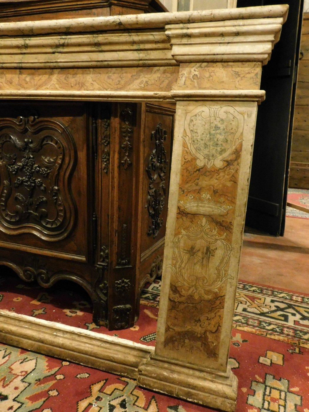 thumb4|A pan209 telaio laccato finto marmo, con capitelli mis. larg. cm 233 x h 105, epoca '700