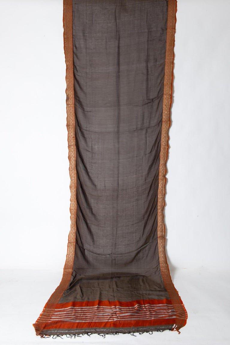 Antico Sari indiano colore marrone, bordo rosso mattone ed oro