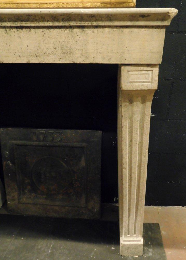 thumb2|chp300 - camino in pietra di Borgogna, ep. '800, cm 100 L x p. 38 x h 103