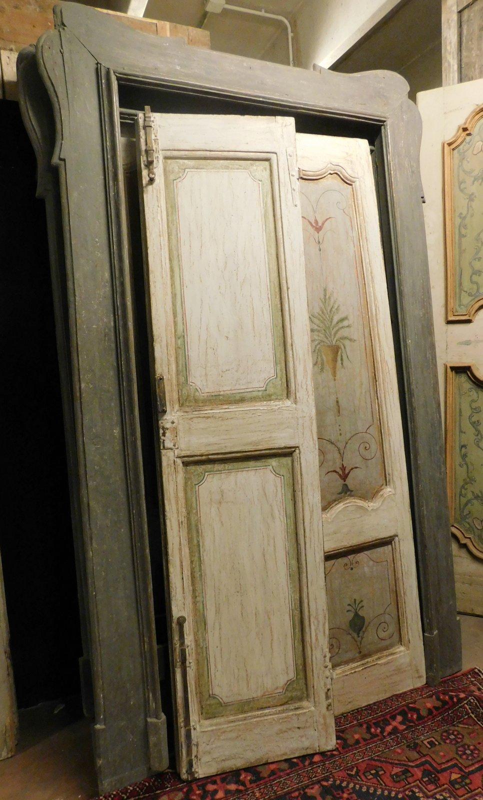 thumb4 pts736 - n. 3 porte laccate con pannelli dipinti, complete di telaio, epoca '700, porta in foto misura cm l 144 x h 242, luce cm l 102 x h 217