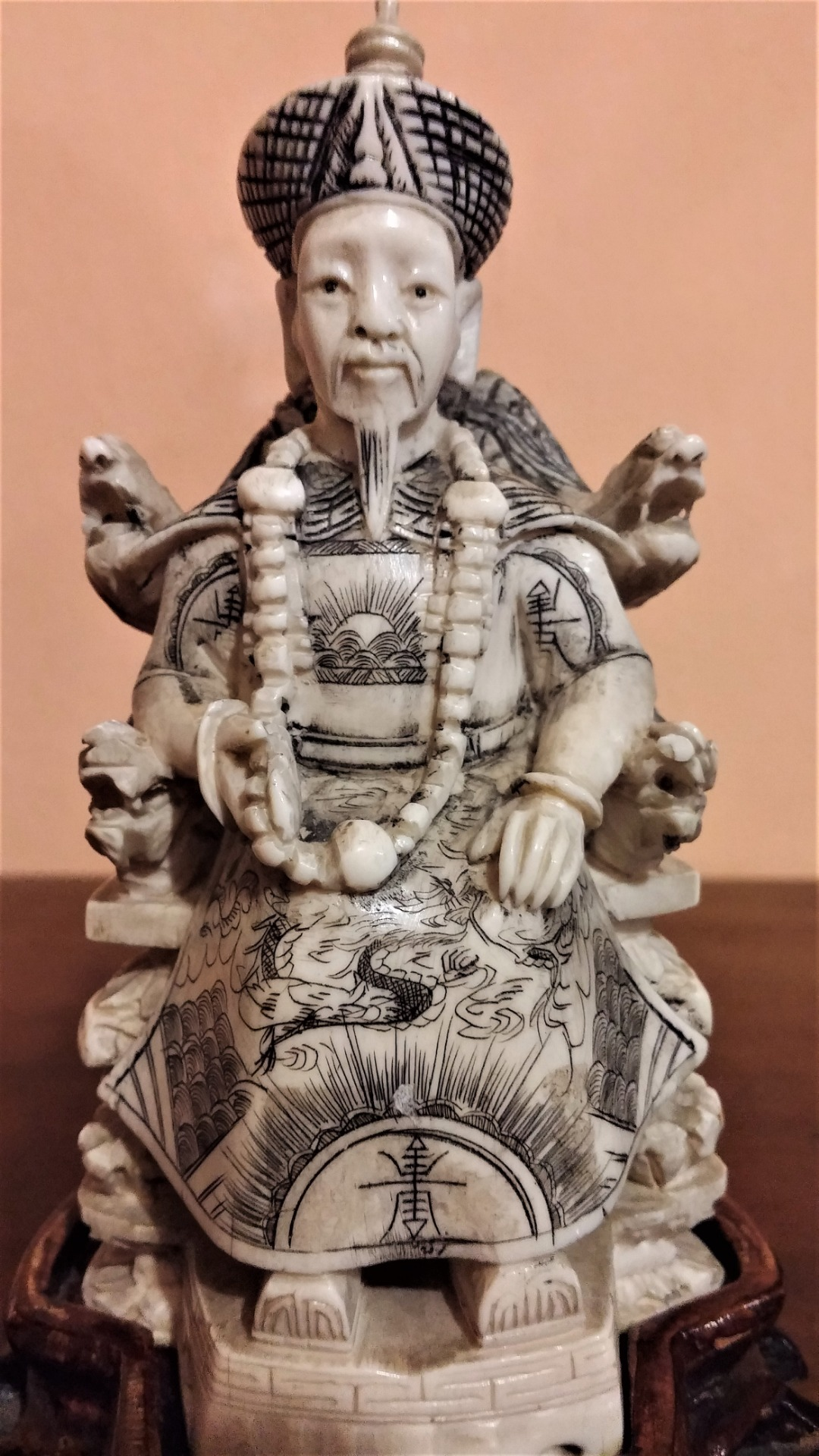 thumb4|Coppia di sculture in avorio, imperatore e imperatrice, fine '800