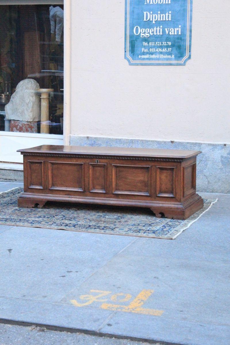 Cassapanca in legno di noce antiquariato su anticoantico for Cassapanca 800 noce
