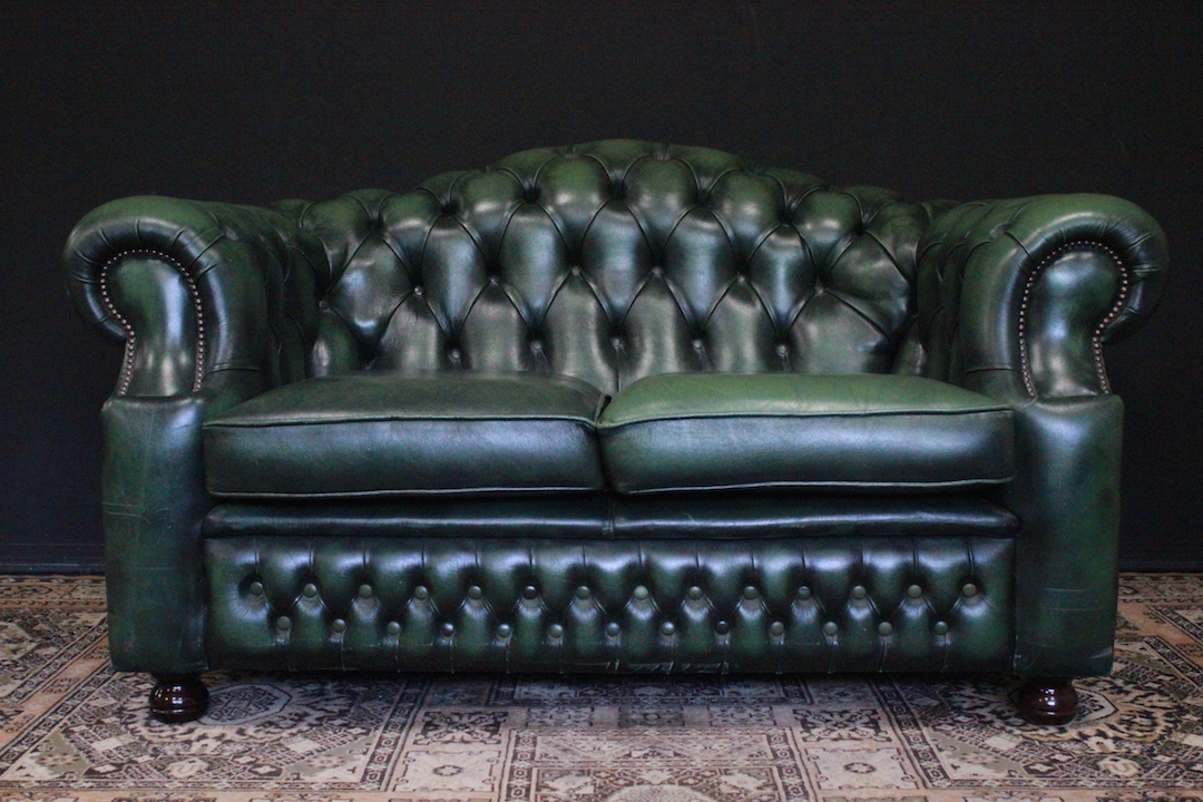 Divano Chester Originale Inglese In Pelle.2 Seater English Chesterfield Sofa In Green Leather