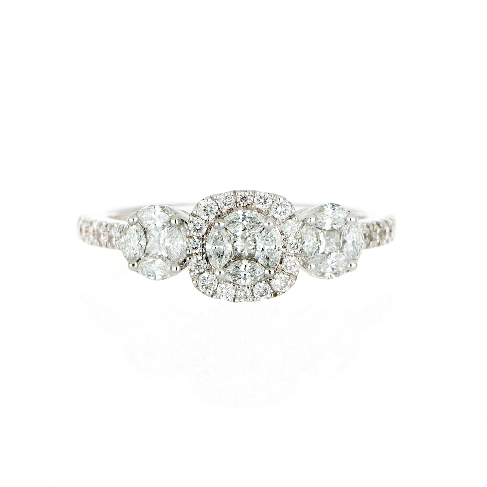 thumb2|Anello in oro bianco con diamanti Princess