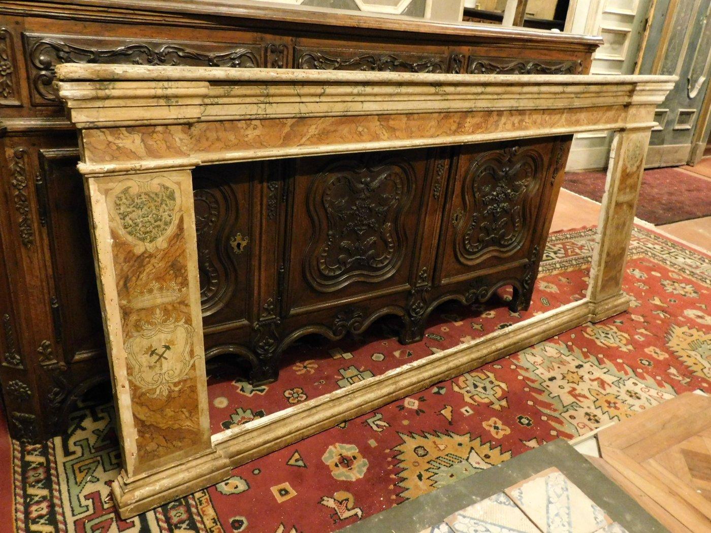 thumb6|A pan209 telaio laccato finto marmo, con capitelli mis. larg. cm 233 x h 105, epoca '700