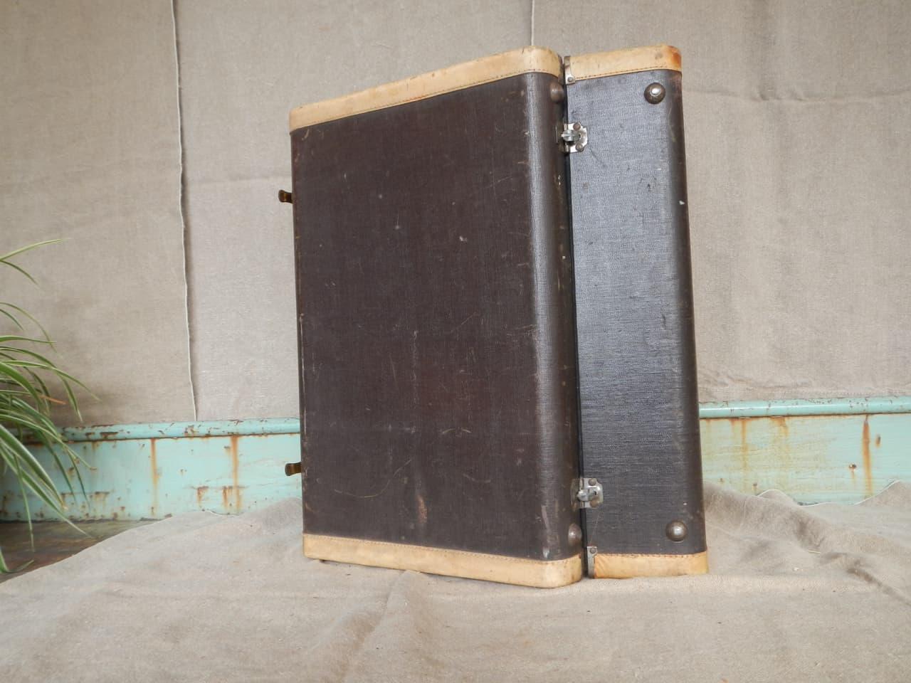 thumb7|valigia in pelle anni 30