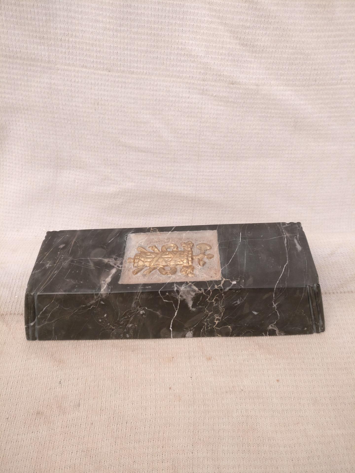 thumb8|Straordinario Portasigari Fascista in marmo nero marquinia con particolare intarsio - Roma - Periodo fascista - 30 x 11,5 x h 6 cm
