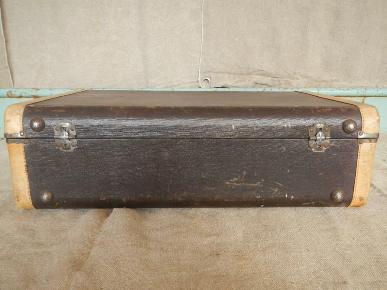 thumb6|valigia in pelle anni 30