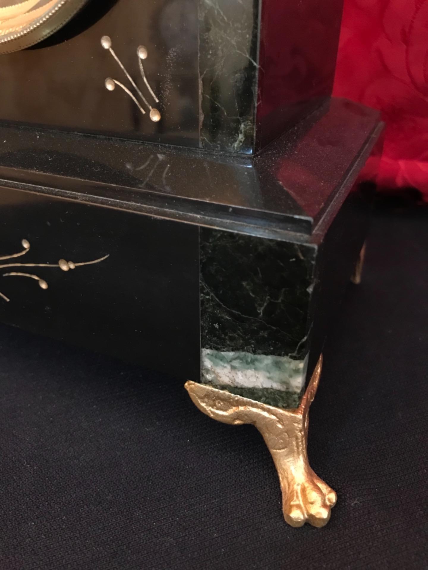 thumb9|Orologio a pendolo con scultura firmata Mestais