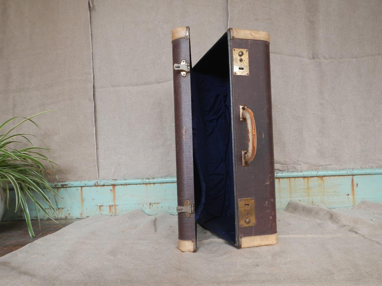 thumb5|valigia in pelle anni 30