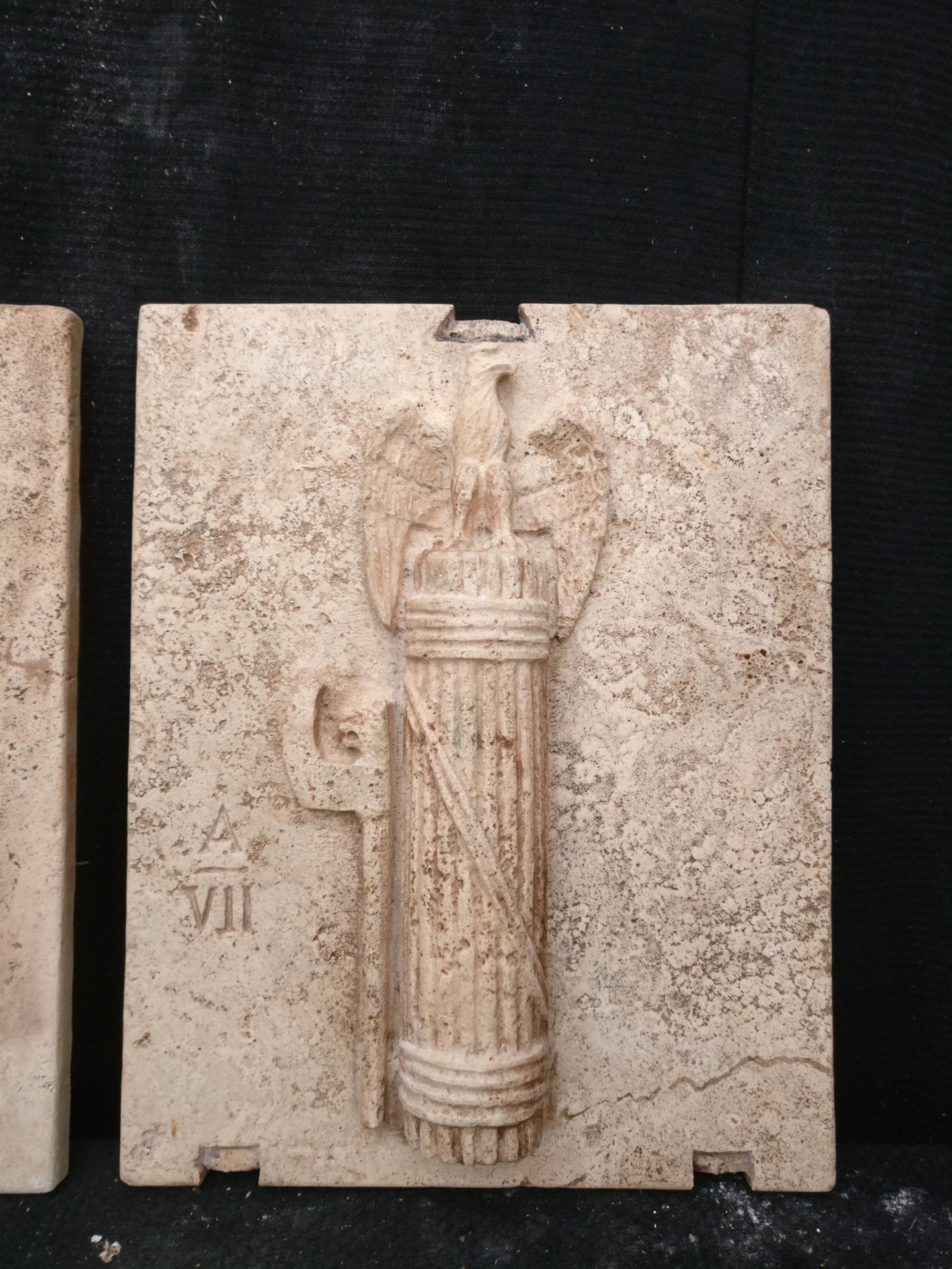 thumb3 Magnifica Coppia di Fasci Littori in Travertino - Stemmi da muro - 32 x 40 cm - Roma - 1927/28
