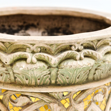 thumb7|Vaso cachepot con fregio di stile gotico francese, Cachepot vase with French Gothic style frieze