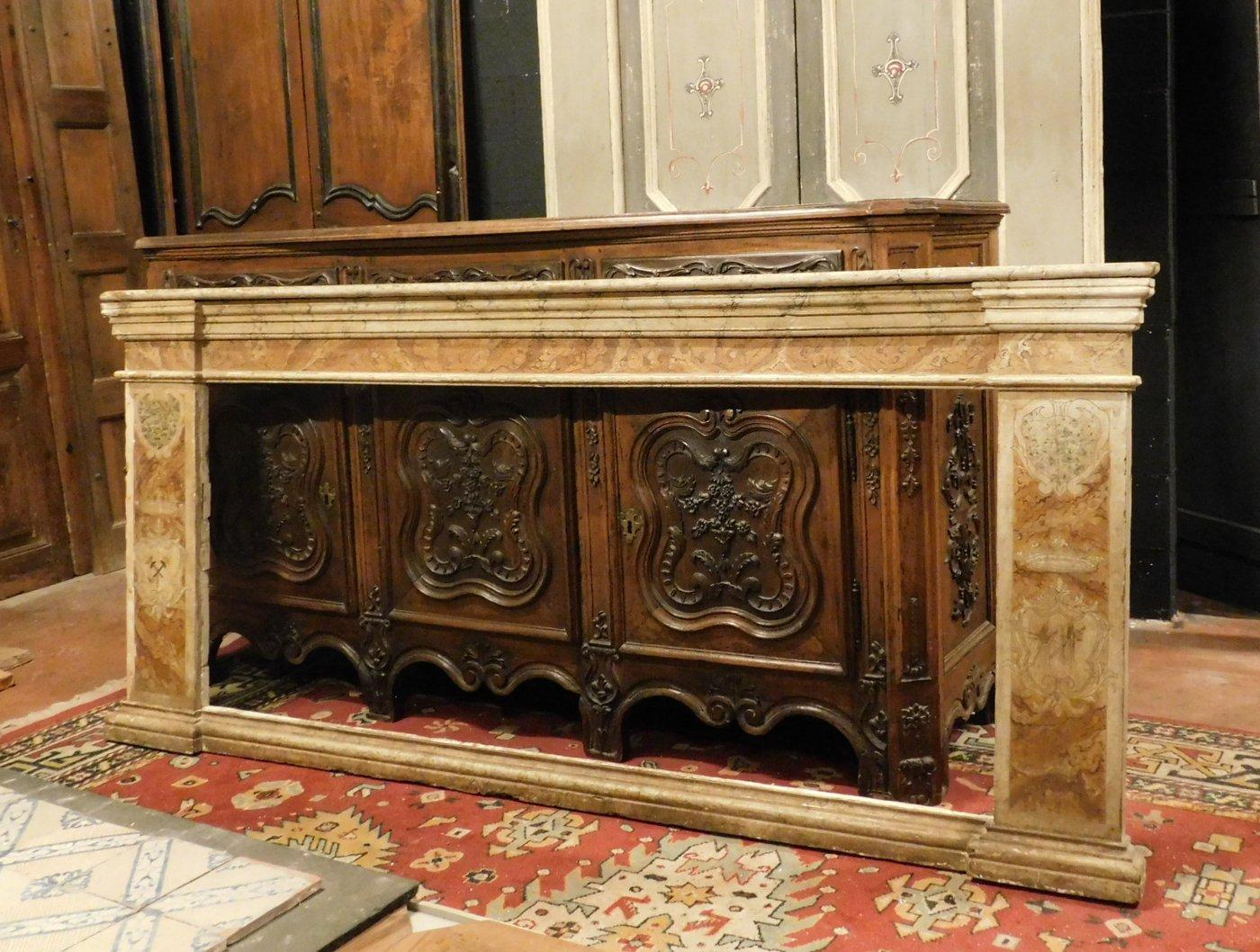 thumb2|A pan209 telaio laccato finto marmo, con capitelli mis. larg. cm 233 x h 105, epoca '700