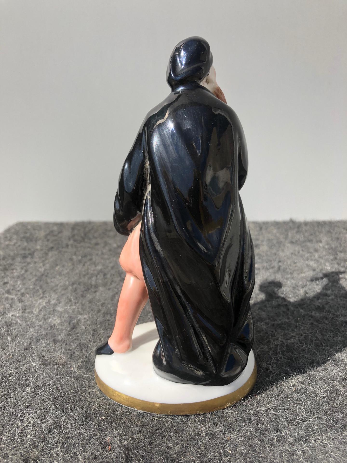 thumb3|Statuina in porcellana con figura maschile con pugnale e sacchetto di denaro.Ginori