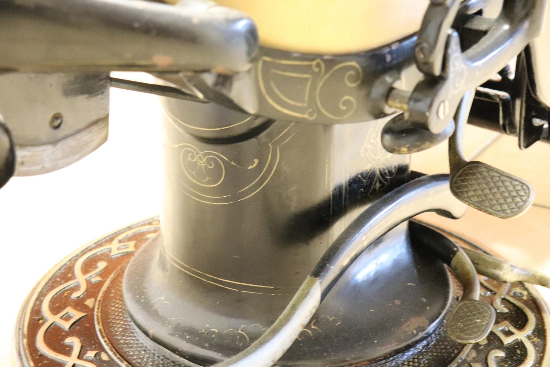 thumb7|Sedia da dentista antica in ferro forgiato e pelle, 1910 PREZZO TRATTABILE