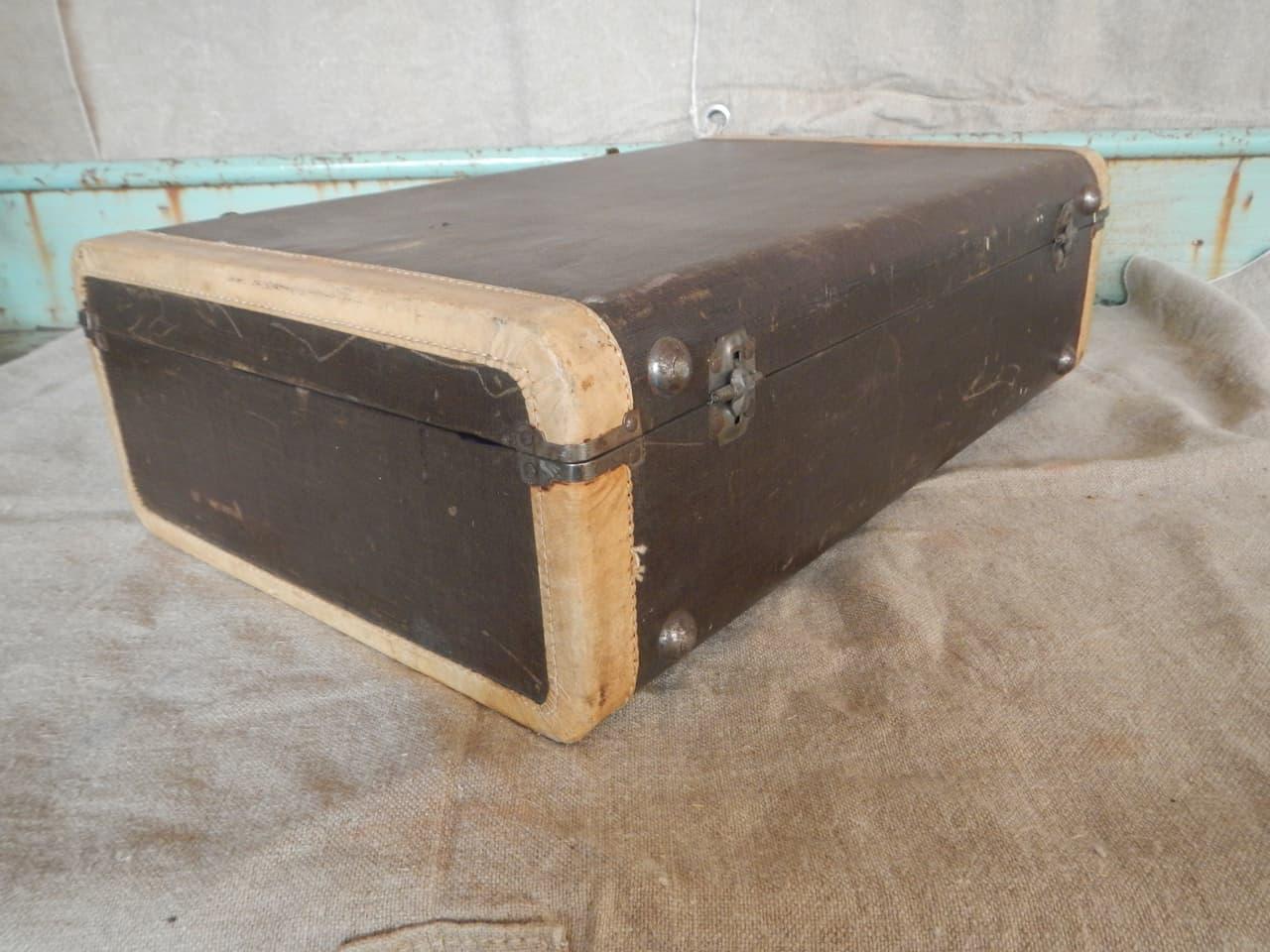 thumb9|valigia in pelle anni 30