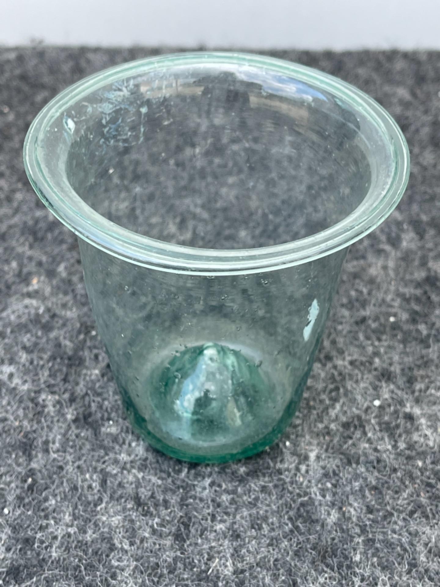 thumb5 Vasetto in vetro soffiato leggero da farmacia.Modena
