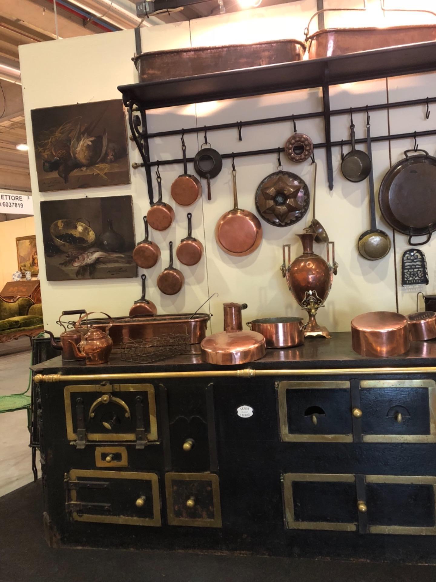Cucina della fumisteria di Nime con accessori in rame | Antiquariato ...