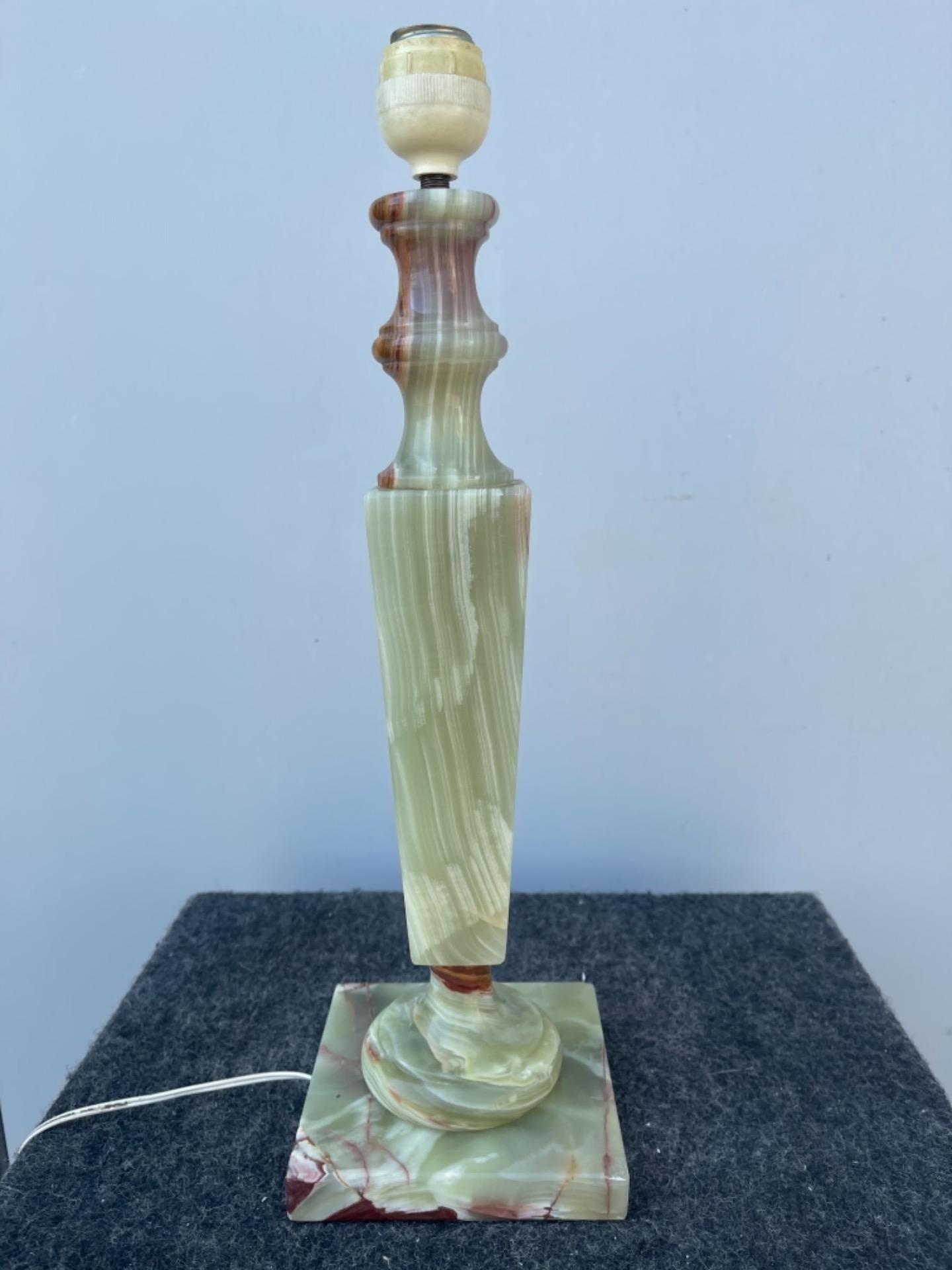 thumb3|Lampada in alabastro stile art deco'