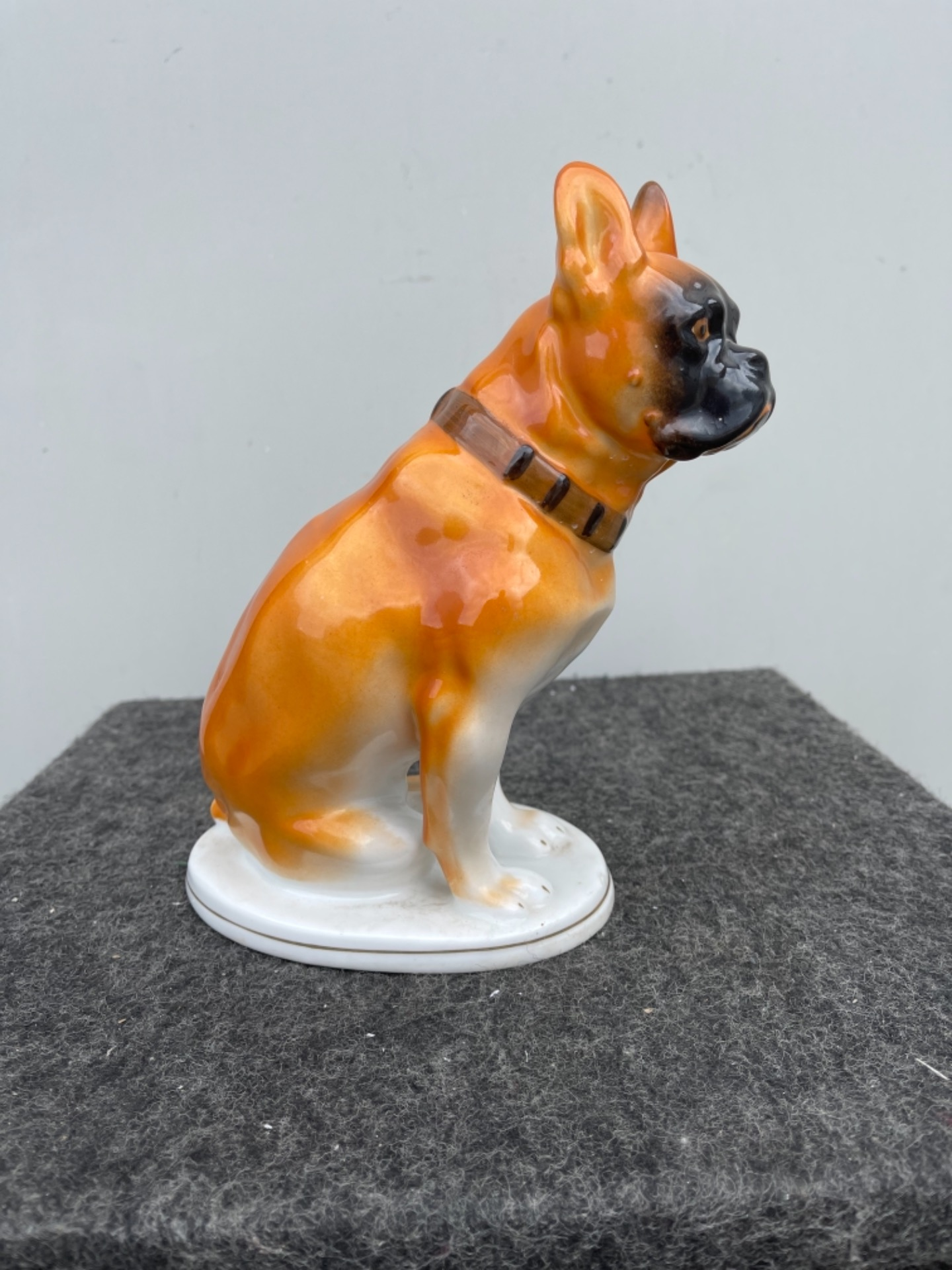 Figura di cane boxer in porcellana.Germania.