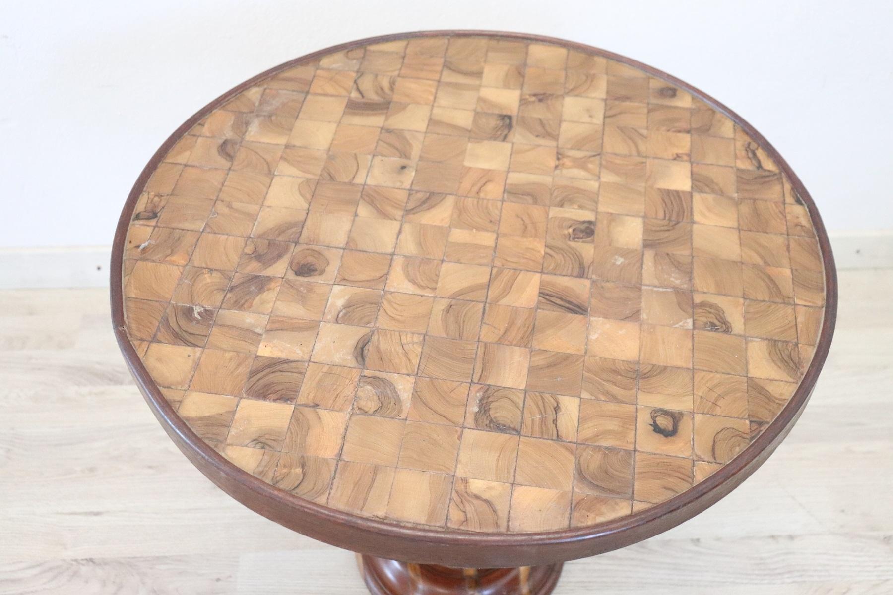 thumb4|Tavolino da salotto rotondo stile antico intarsiato secolo XX PREZZO TRATTABILE