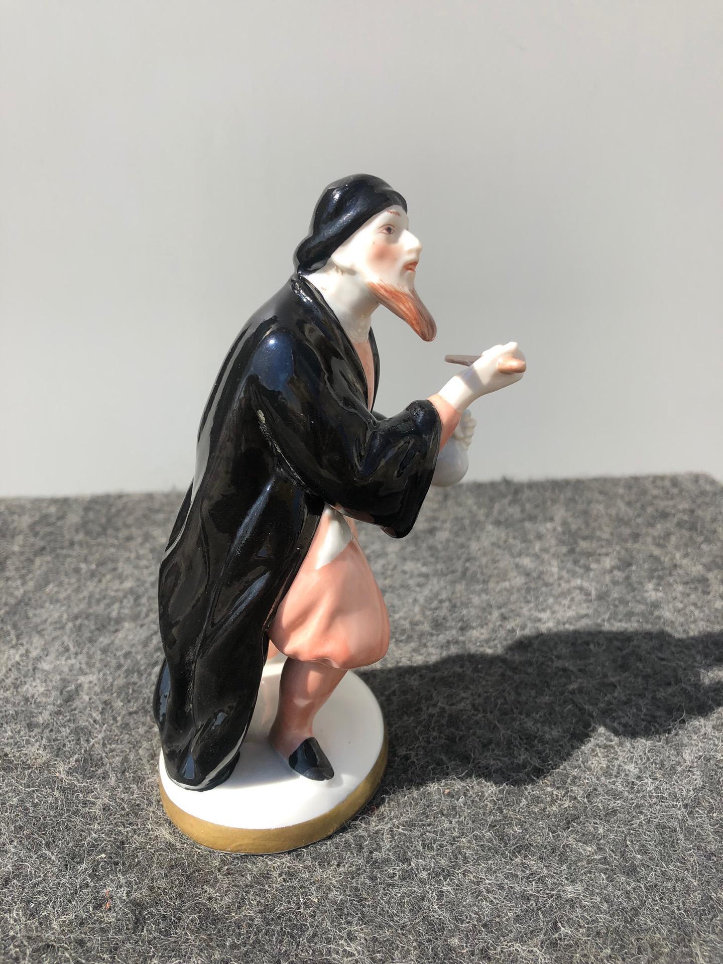 thumb4|Statuina in porcellana con figura maschile con pugnale e sacchetto di denaro.Ginori