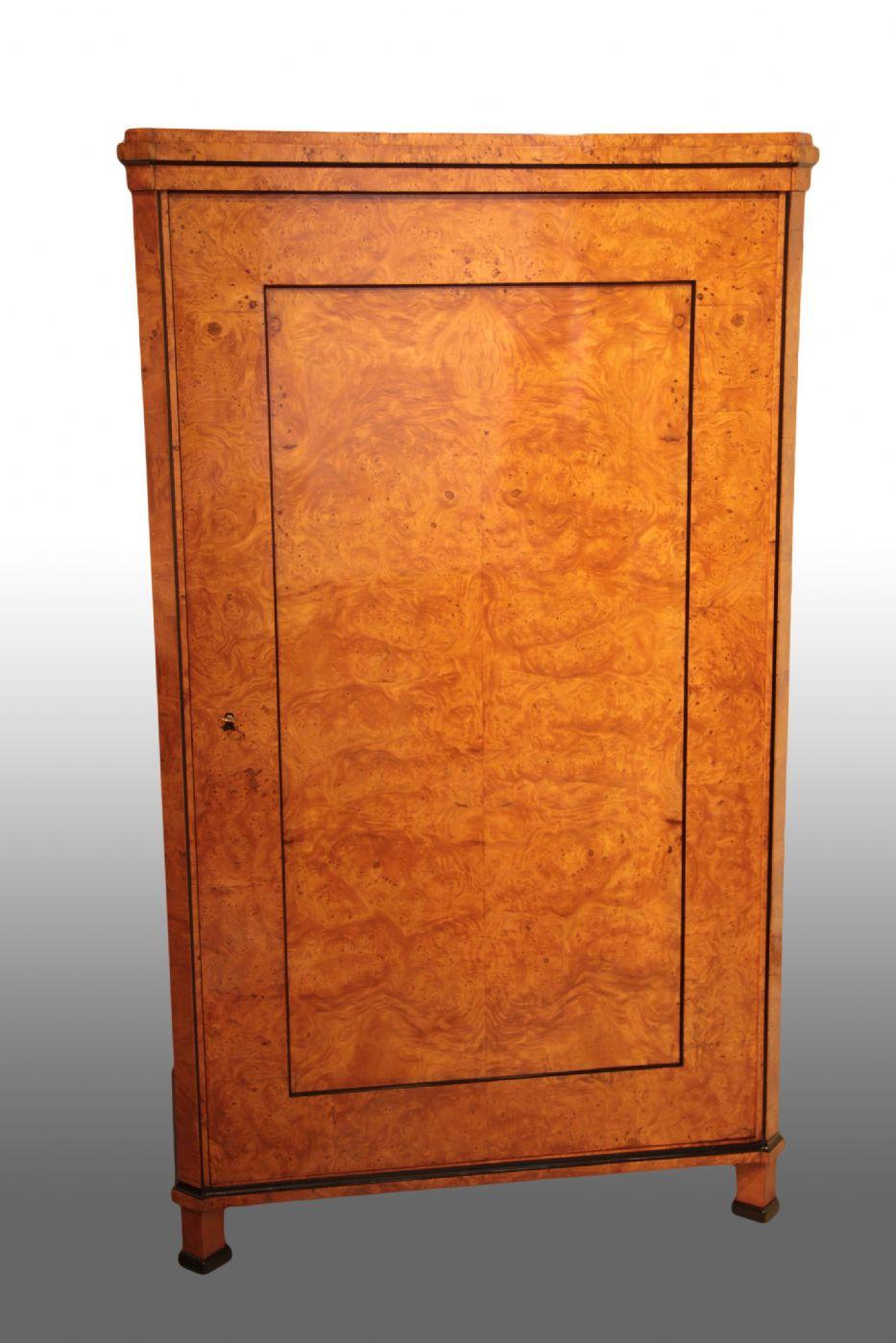 Coppia di piccoli armadi biedermeier austria 1820 circa for Piccoli mobili antichi