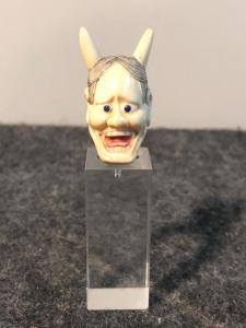 描绘恶魔的小象牙头。日本。