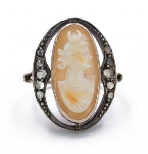 Anillo de oro y plata con rosetones de diamantes y camafeo central - Art Noveau