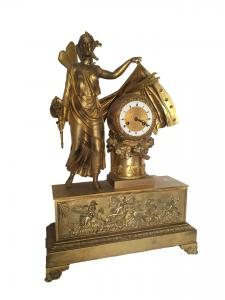 Orologio da tavolo in bronzo finemente cesellato e dorato, Francia primi '800.