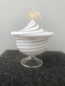 Vaso con coperchio in vetro soffiato millerighe con avventurina e foglia oro.Dino Martens per Aureliano Toso.Murano.