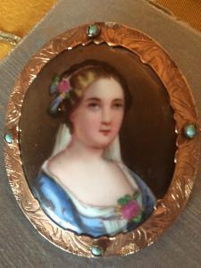 Broche do século XIX em ouro, turquesa e porcelana pintada