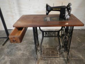 macchina da cucire necchi anni 50