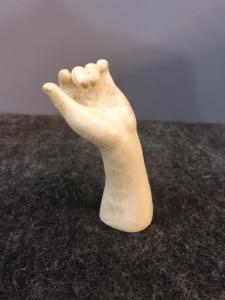 前臂雕塑用象牙手。欧洲。