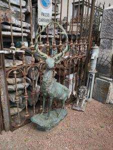 veado de bronze