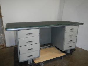 60年代金属办公桌