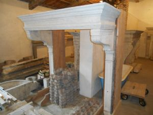 Fireplace in white stone from 1500