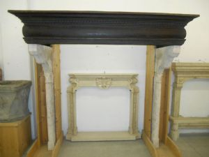 Fireplace with wooden beam and shoulders in red marble of 1500