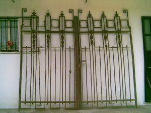 Beautiful gate 1930 cm.320x270