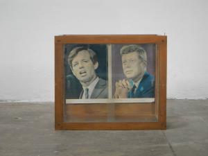 vetrinetta in abete  con vetri anni 60