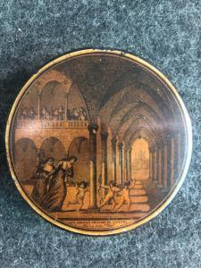 Papier mache 'snuffbox with inscription: Les amours chasses du cloitre.Francia