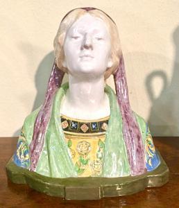 Busto in maiolica raffigurante :Beatrice.Manifattura di Angelo Minghetti,Bologna