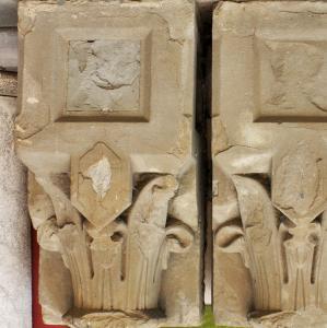 COPPIA DI CAPITELLI IN PIETRA