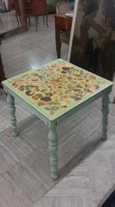 Mesa pequeña pintada