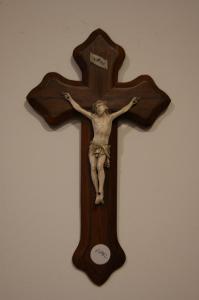 Crucifijo francés antiguo de 1800 en marfil con cruz de madera en forma