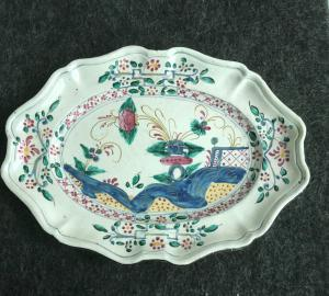 Plate in majolica, decoration at Garofano.Emilia or Marche