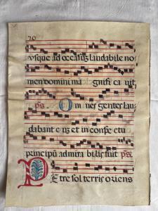 Página de pergamino del antifonario.