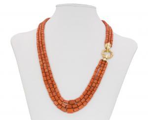 Ожерелье из коралловых бочек с сустой в 18-каратном золоте