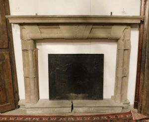 chp275 stone fireplace seventeenth century, maximum external measure 245 cm wide xh 186 cm