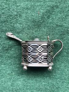 Salsiera in argento traforato a sezione ottagonale.Birmingham 1922.Inghilterra.